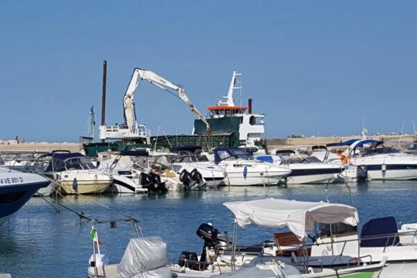 Dragaggio porto turistico di Numana (AN)