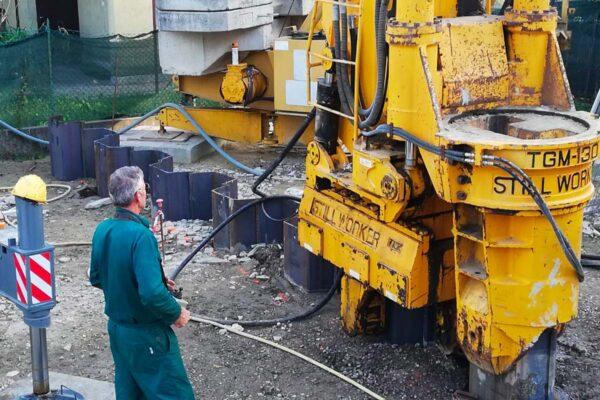 Infissione palancole con Still Worker Padova