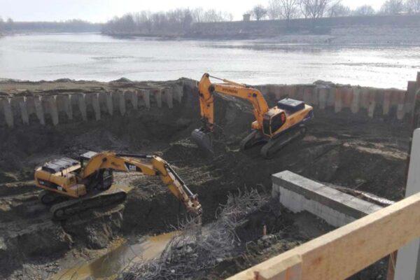 Palancole provvisionali per nuova centrale idroelettrica sul fiume Po