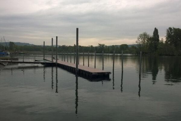Pontile galleggiante a Angera sul Lago Maggiore