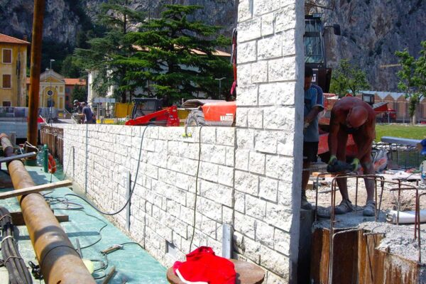 Rivestimento del palancolato a Campione del Garda